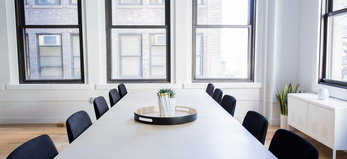 Affitto sala riunioni attrezzata fino a 10-12 persone a Como